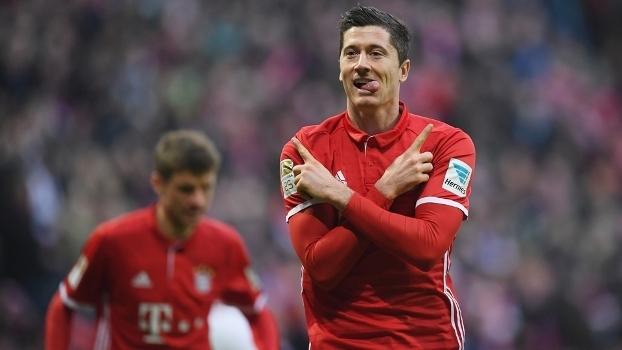 Lewandowski fez mais um na temporada durante a vitória sobre o Wolfsburg