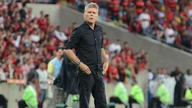 Paulo Autuori durante jogo do Atlético-PR contra o Flamengo, ainda como treinador