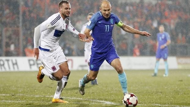 Robben machucou-se durante a vitória sobre Luxemburgo pelas eliminatórias