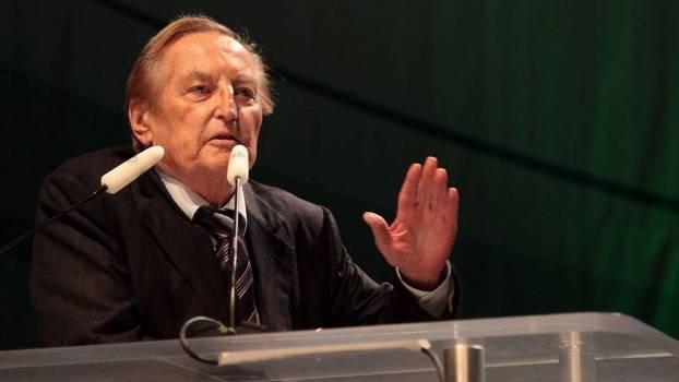 Gerhard Mayer-Vorfelder também foi presidente do Stuttgart