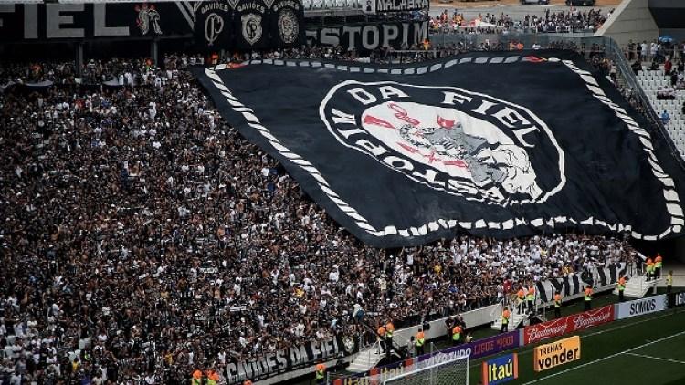 Torcida corintiana lota o estádio, mas 7% da renda do clube vai para a FPF