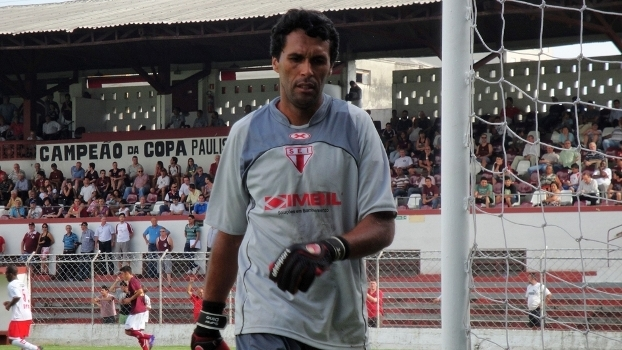 Adinam em atividade pelo Itapirense, em 2012
