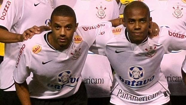 Cristian e Elias em jogo do Corinthians na Copa do Brasil de 2009