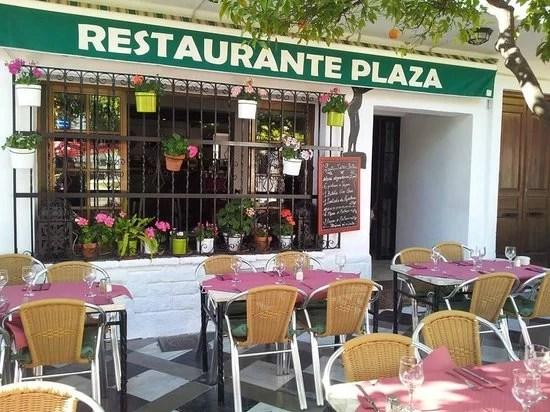Spanish Police Ignore Packed Restaurant