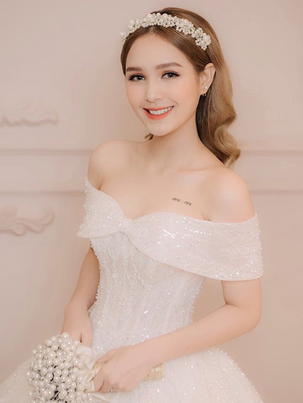 sinh ra trong gia dinh viet nhung co be nay lai mang ve dep tay la ky - 11