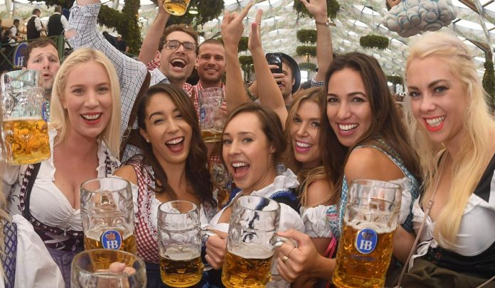 Pics  Oktoberfest 2017 Gets Underway As Thousands Flock To Munich People