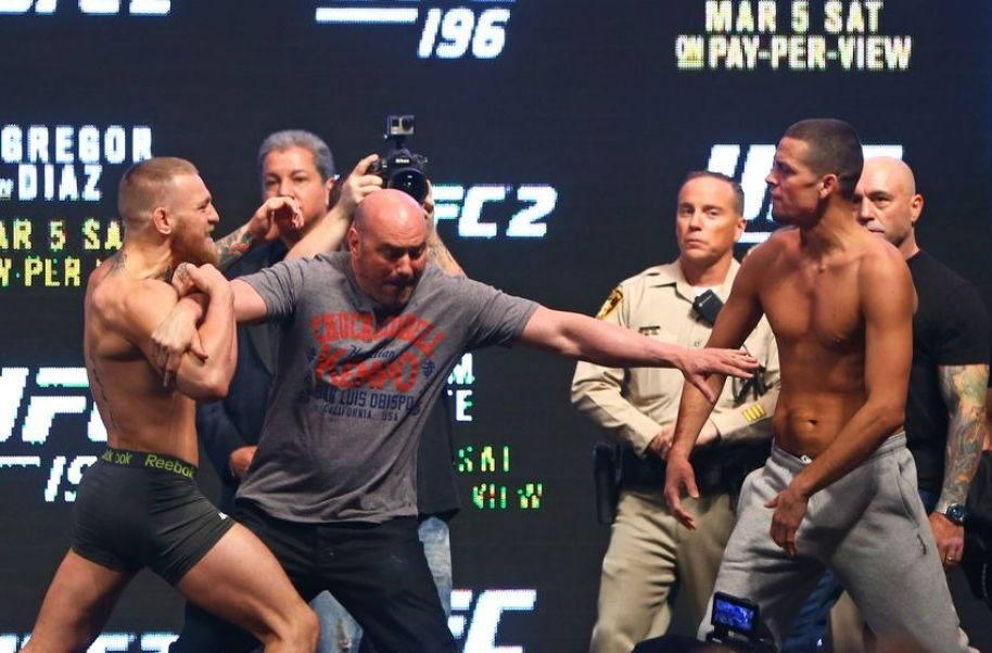 https://i2.wp.com/cdn.fansided.com/wp-content/blogs.dir/229/files/2016/06/nate-diaz-dana-white-conor-mcgregor-mma-ufc-196-weigh-ins-850x560.jpg?resize=914%2C602
