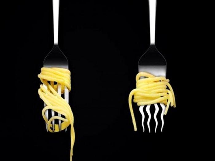 Кривая вилка, с которой не соскальзывает спагетти дизайн, идея, креатив