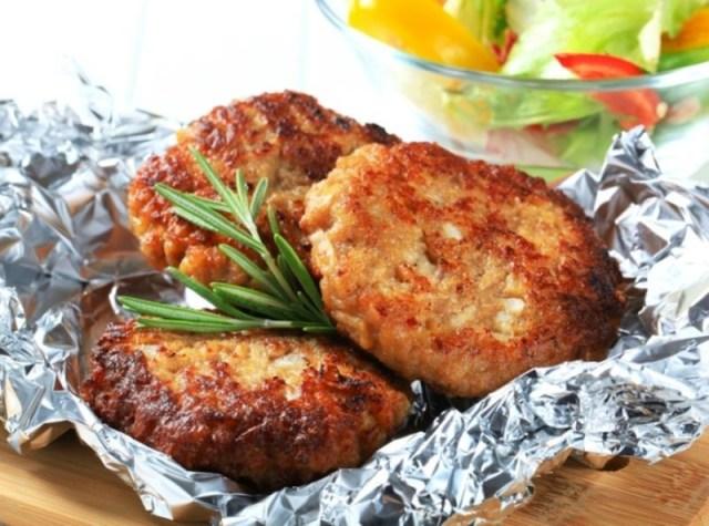 Куриные котлеты с черносливом еда, обед, работа