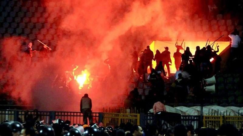 4. Матч между египетскими клубами «Аль-Масри» и «Аль-Ахли» (2012 год) Euro2016, драки, евро2016, спорт, футбол