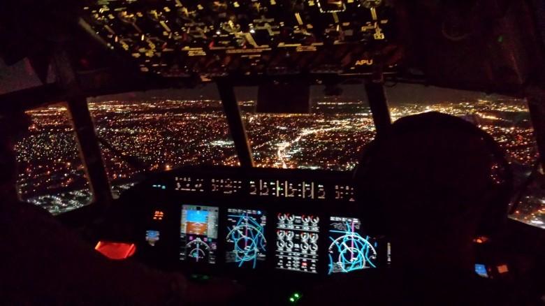 6. Во время посадки свет выключают на случай эвакуации авиаперелет, самолет, факт