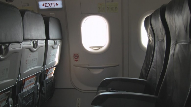 2. Выбирайте места ближе к запасным выходам авиаперелет, самолет, факт