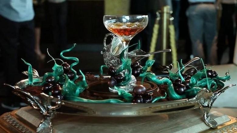 """15. Коктейль """"Уинстон"""" - $12970 за бокал алкоголь, стоимость"""