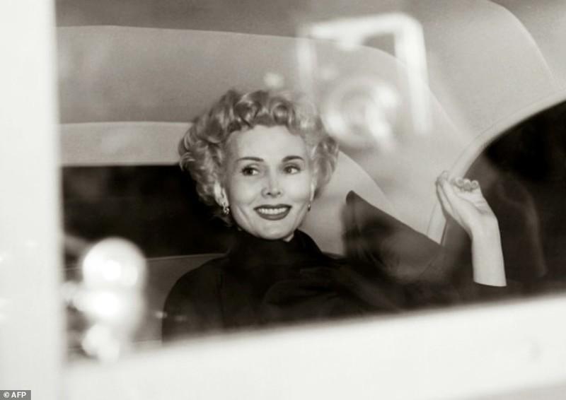 Актриса во время путешествия, Париж, 10 апреля 1954 год  Жа Жа Габор, актриса, жизнь, смерть