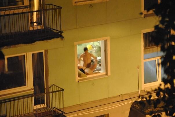 Когда просто вышел покурить на балкон  девушки, прикол, спалились., юмор