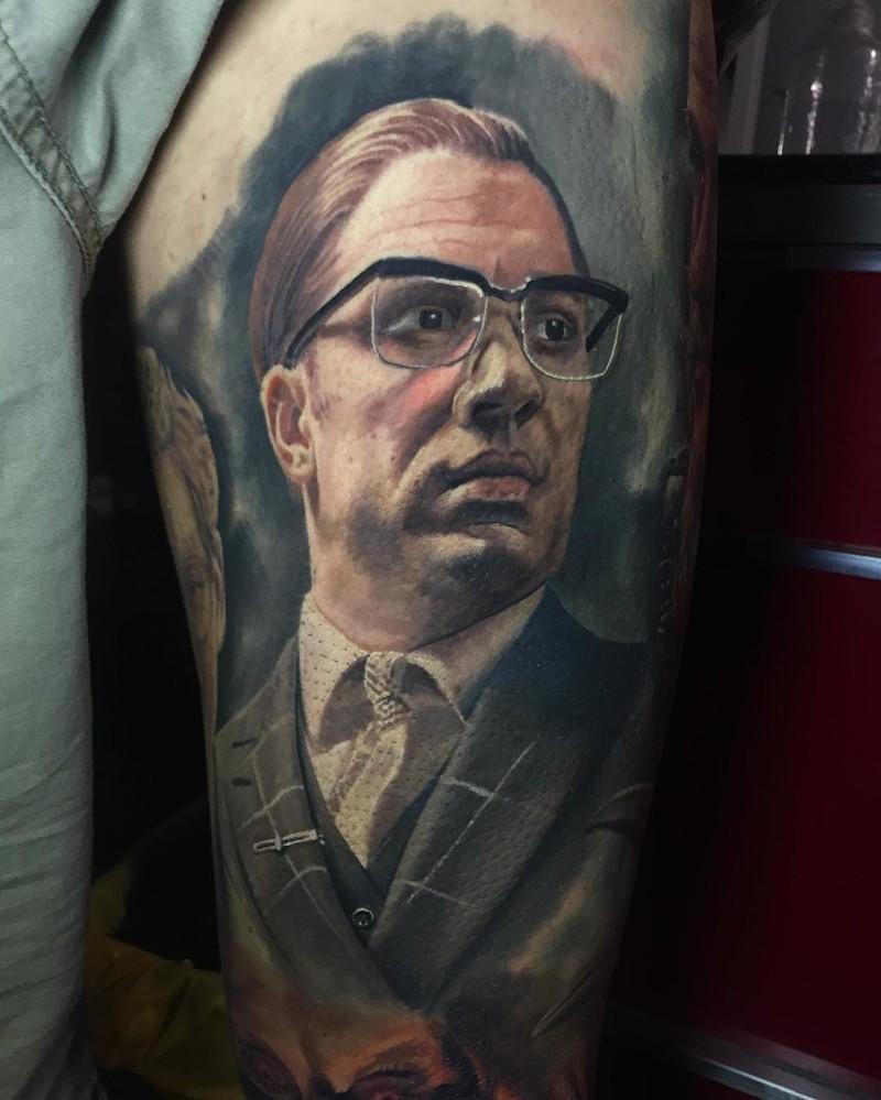когда у мастера руки из плеч нереально крутые татуировки с почти