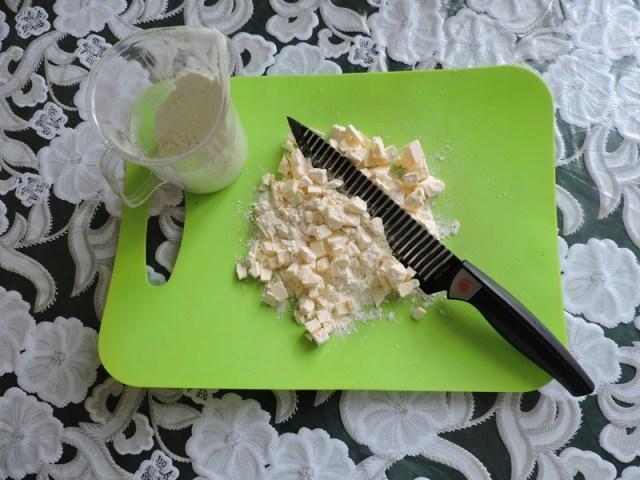 Добавить муку и резать ножом еда, сделай сам, фоничка