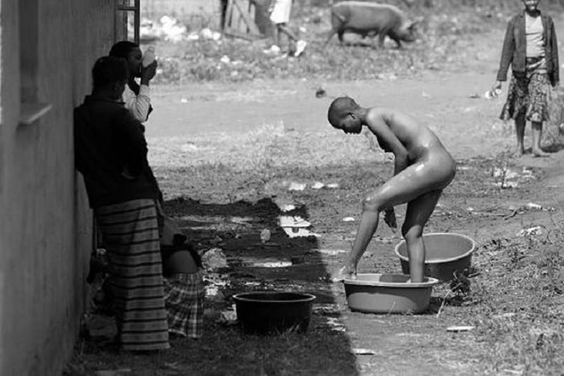 Тысячи голых девственниц на одном стадионе: как король Свазиленда выбирает жену девственницы, король, свазиленд