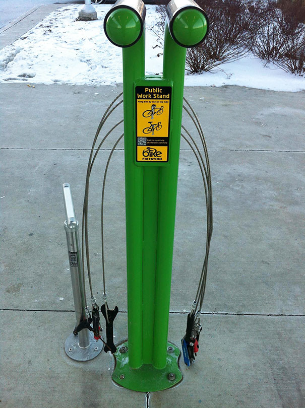 Удобная велопарковка с баркодом для вызова механика гениально, изобретения, подборка, студенты, школа