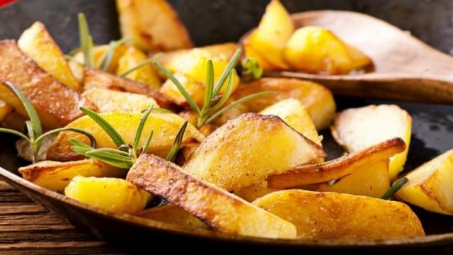 Окрошка с жареной картошкой: три оригинальных рецепта традиционного блюда окрошка, рецепты, рецепты блюд