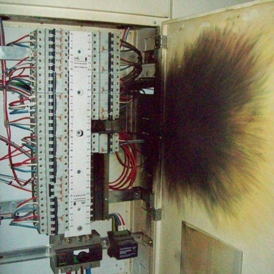 9. Электричество, если не соблюдать технику безопасности и нарушать правила эксплуатации, самый опасный зверь круто, опасная работа, фото, электрик, электромонтажник