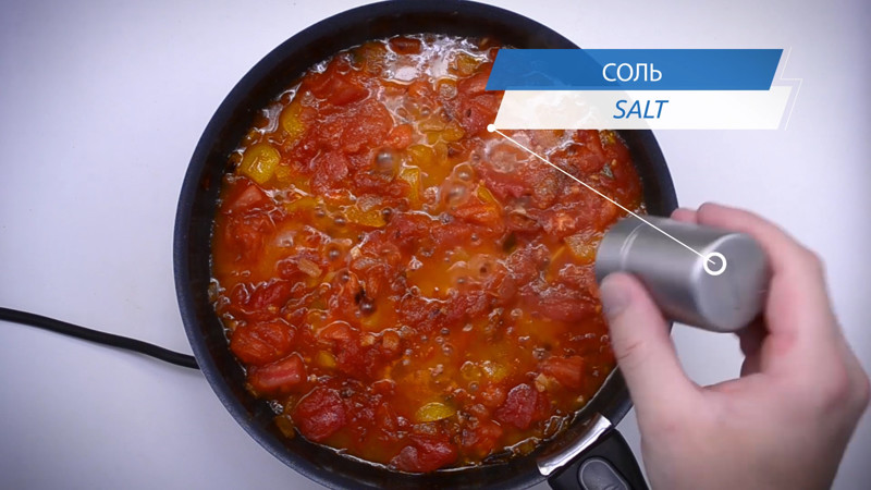 тушим мунут 10, до состояния соуса с кусочками овощей,  в этот момент обязательно солим - что бы овощи выделили, как можно больше сока кулинария, рецепт, шакшука, яичница
