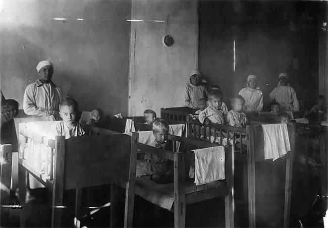Детдомовские дети, чьи родители умерли во время голода в Поволжье. Ставрополь, 1921-22 г.г. беспризорники, гражданская война, дети, история, редкие снимки, россия, сироты, фото