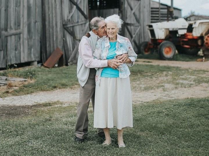 """""""И жили они долго и счастливо"""": трогательные фото пары, прожившей вместе 68 лет Любовь, бабушка, возраст, дедушка, отношение, свадьба, фотосессия"""