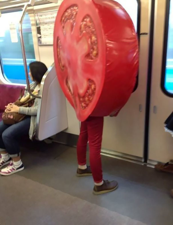Просто помидор  люди, метро, мир, подземка, прикол, фото, фрик, юмор