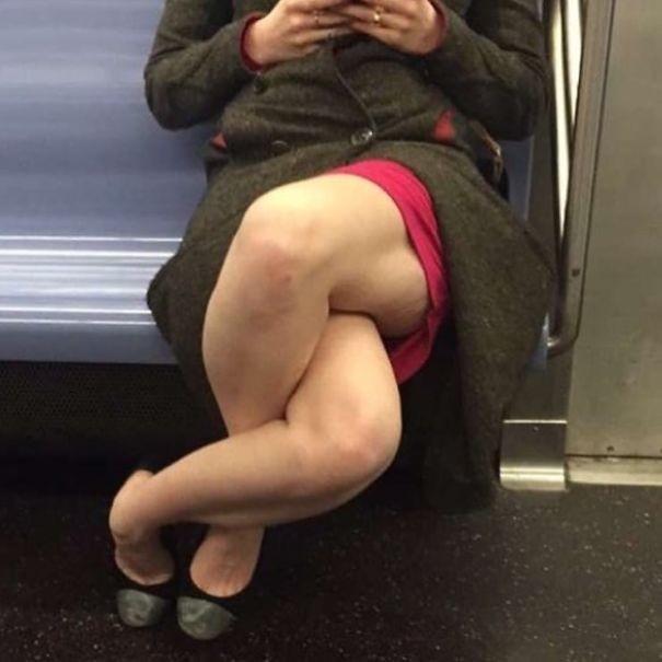 Сплетенье ног  люди, метро, мир, подземка, прикол, фото, фрик, юмор
