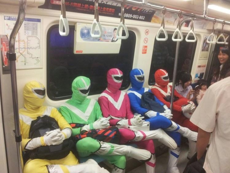 Только в Азии  люди, метро, мир, подземка, прикол, фото, фрик, юмор