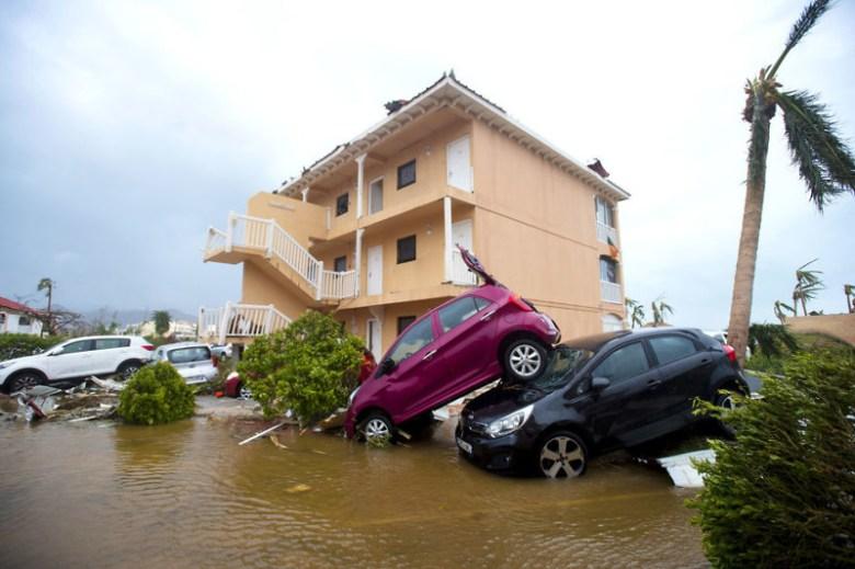 Автостоянка в Мариго, остров Сен-Мартен, после урагана Ирма Центральная Америка, ирма, катастрофа, разрушения, стихийное бедствие, стихия, ураган, флорида