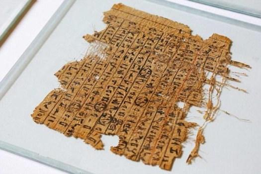 Ещё одним доказательством этому является древний папирус, обнаруженный в морском порту Вади-аль-Джарф, давший новое представление о той роли, которую играли лодки при строительстве пирамиды археолог, археология, история, пирамида, факты, хеопс