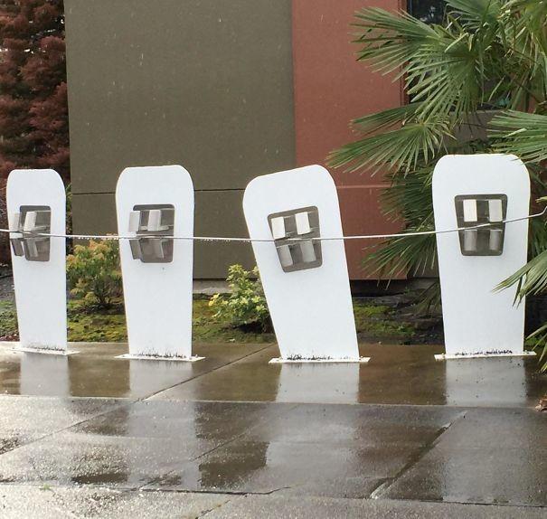 Зубы повсюду! Парковка для велосипедов врачи, дантисты, забавно, зубной врач, приколы, стоматологи, фото, юмор