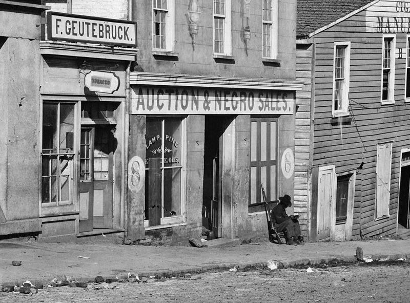 """Дом с вывеской """"Аукцион и продажа негров"""", Атланта, 1864 год аукцион, история, продажа, прошлое, раб, сша, фотография"""