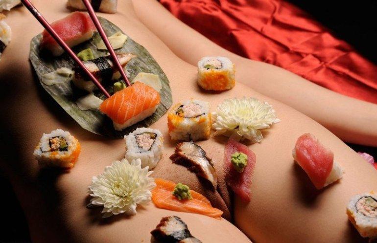 Передайте мне суши с пупка. Десерт с лобка Вы также захватите! блюдо, ниатаймори, япония