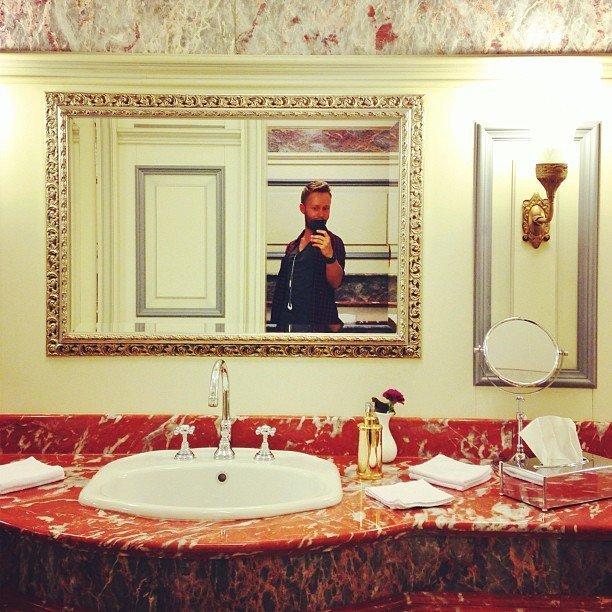 Фото из туалета ресторана - обязательно блеск и нищета, гламур-тужур, красивая жизнь, лухари