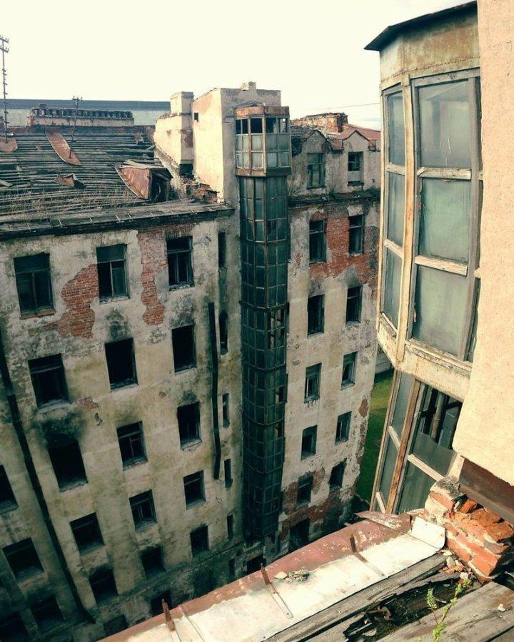 А здесь похоже, что никто уже не живёт Города России, всё тлен, города, депрессняк, жильё, развалины, трущобы