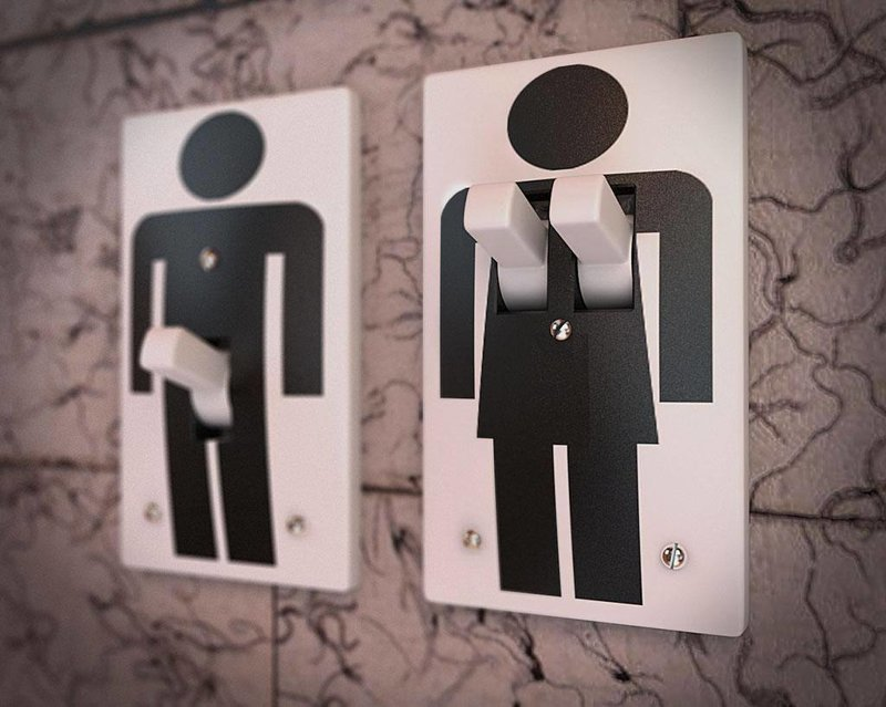 Женщина подала в суд на бар после похода в туалет комната для девочек, смешно, туалетные таблички, уборная, указатели, юмор