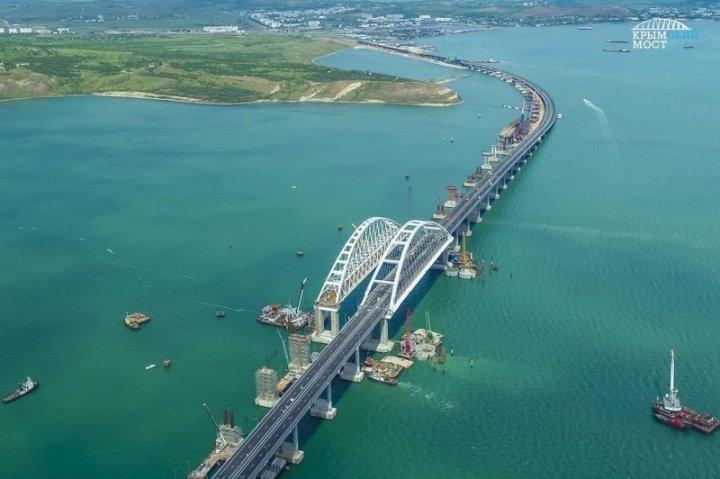 Крымский мост начинает пугать водителей ynews, Крымский мост, интересное, керченский мост, мост, трещина, фото