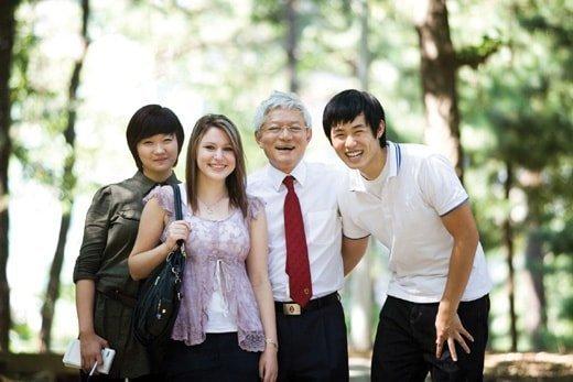 7. С европейцами хотят сфотографироваться китай, национальные особенности, обычаи