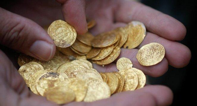 3,5 кг золотых монет нашли под водой дайверы клад, находка, факт, факты