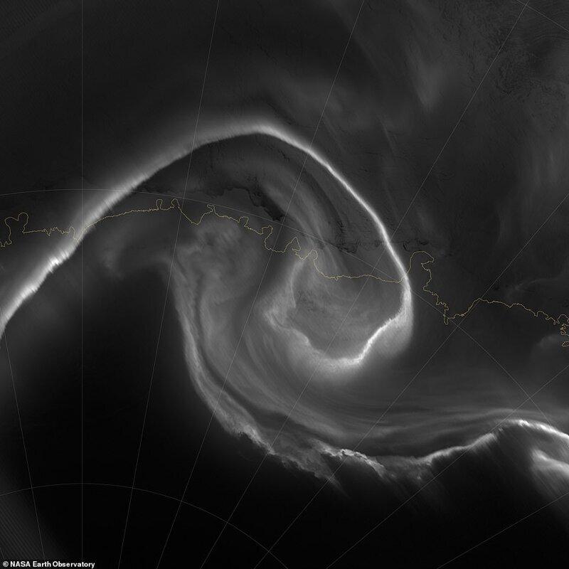 Инфрақызыл камера арқылы полярлы жарқыраған полярлық жарқыраған, Sumi NPP спутнигінен 2012 жылдың шілдесінде