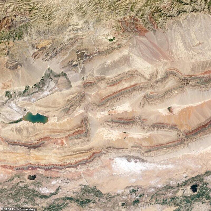 Sinjiang Қытай провинциясындағы Тянь-Шань спутнигі 2013 жылдың шілдесінде жасалған