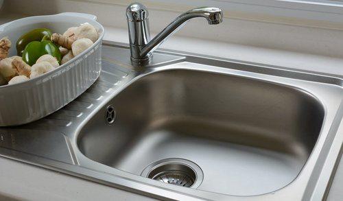 stainless steel vs porcelain sink