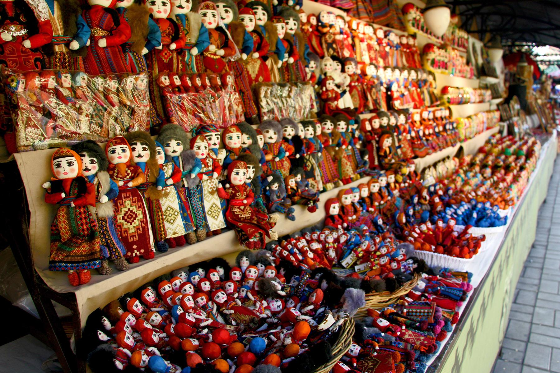 11_YervanArmenia_Shopping_shutterstock_1076643803_1