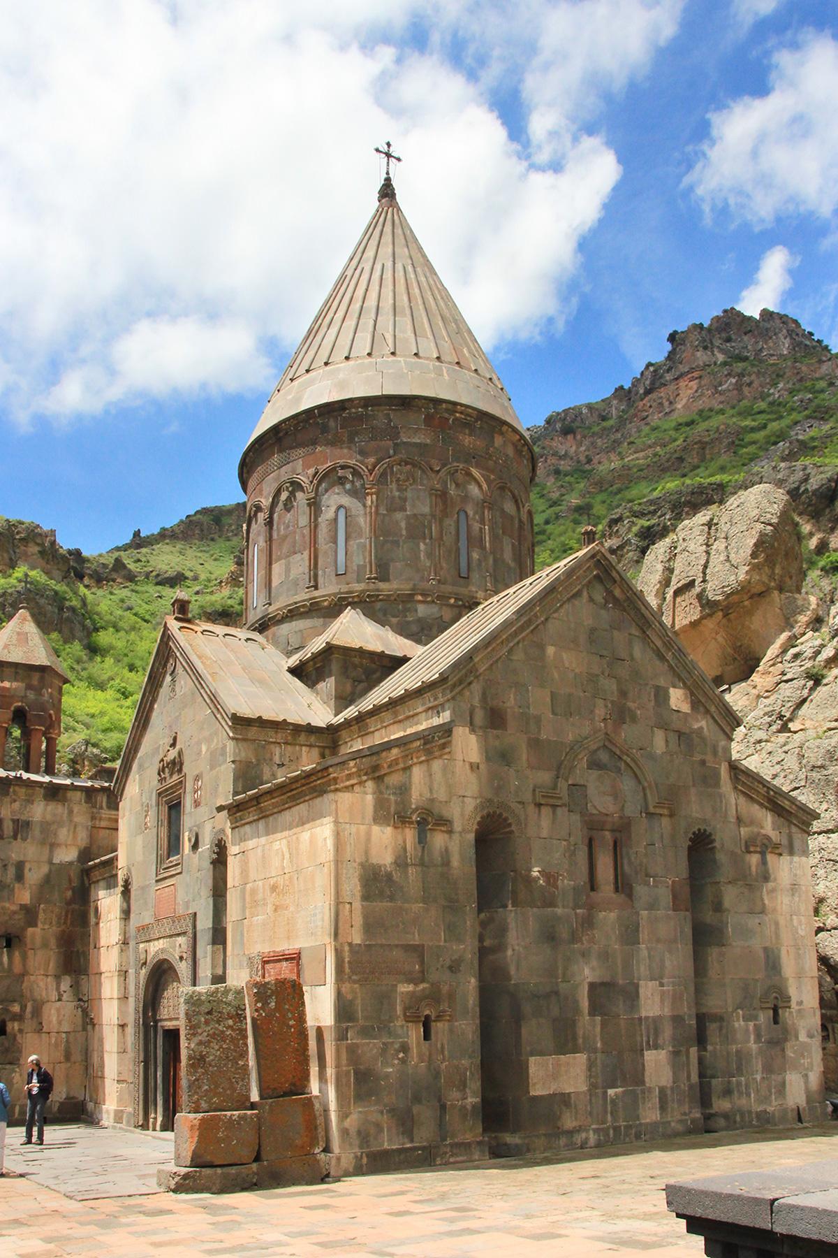 8_YervanArmenia_ReligiousSites_shutterstock_1146720155_1