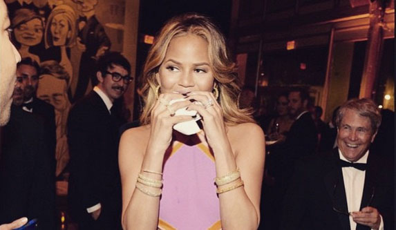 chrissy-teigen-eating-a-burger