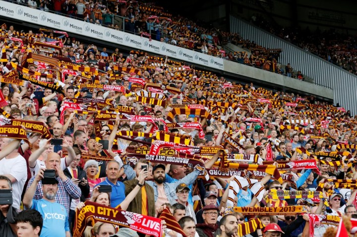 Bradford City fans will surely love Stuart McCall's comments on the Valley  Parade faithful | Football League World