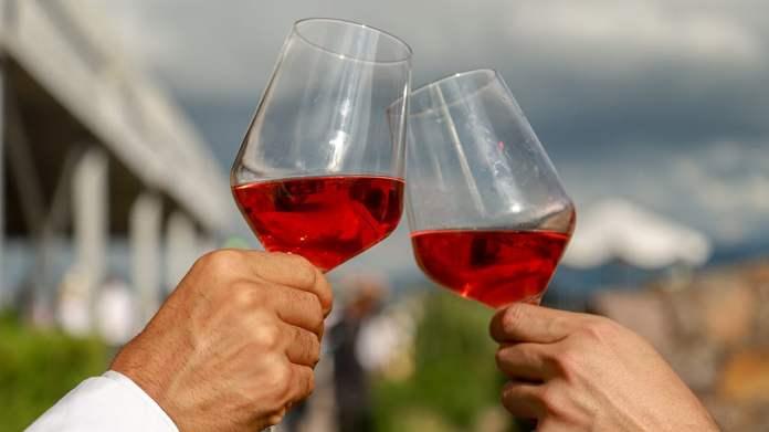 Los mexicanos consumen 50 veces menos vino que los franceses